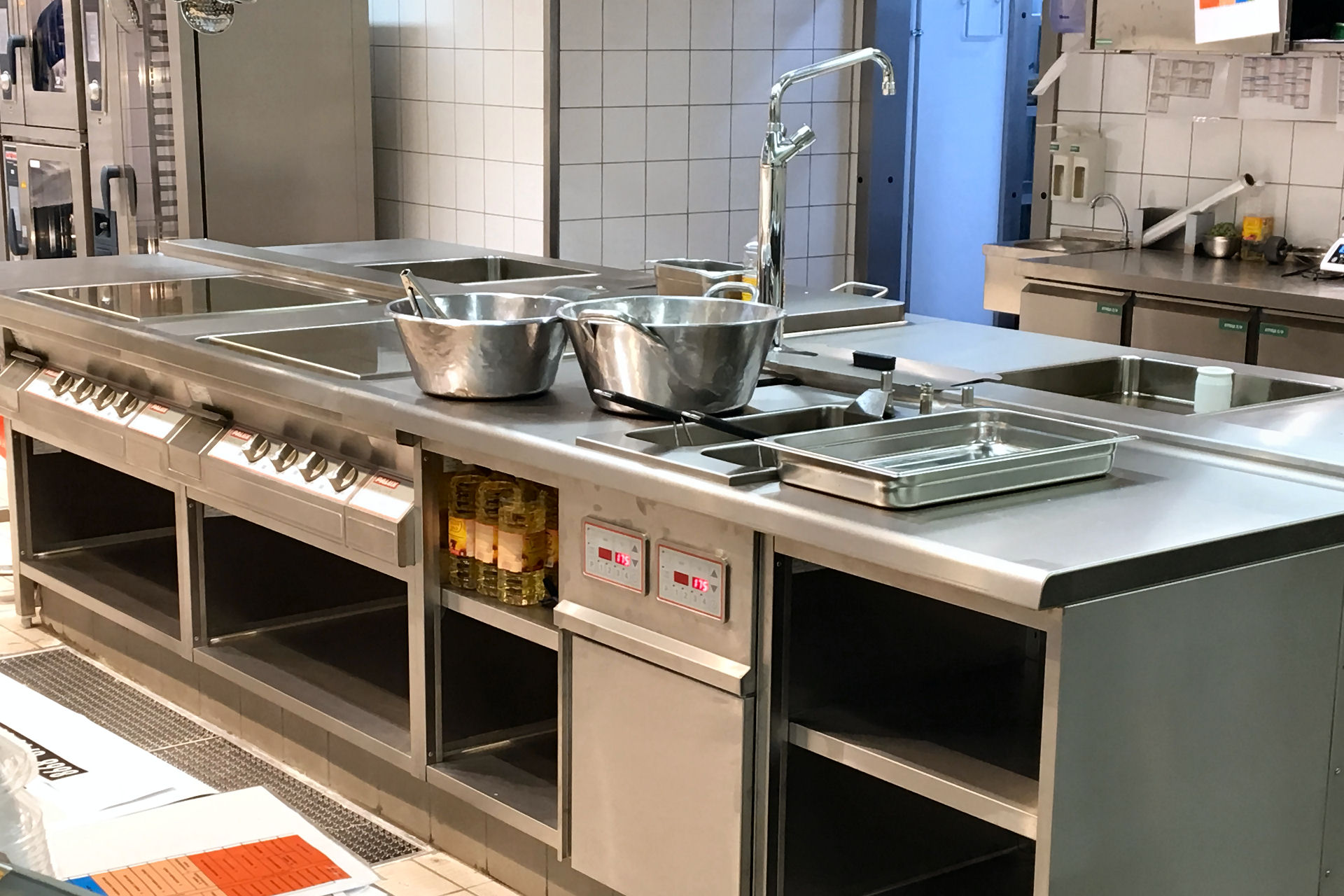 производственная кухня фото плита аурико